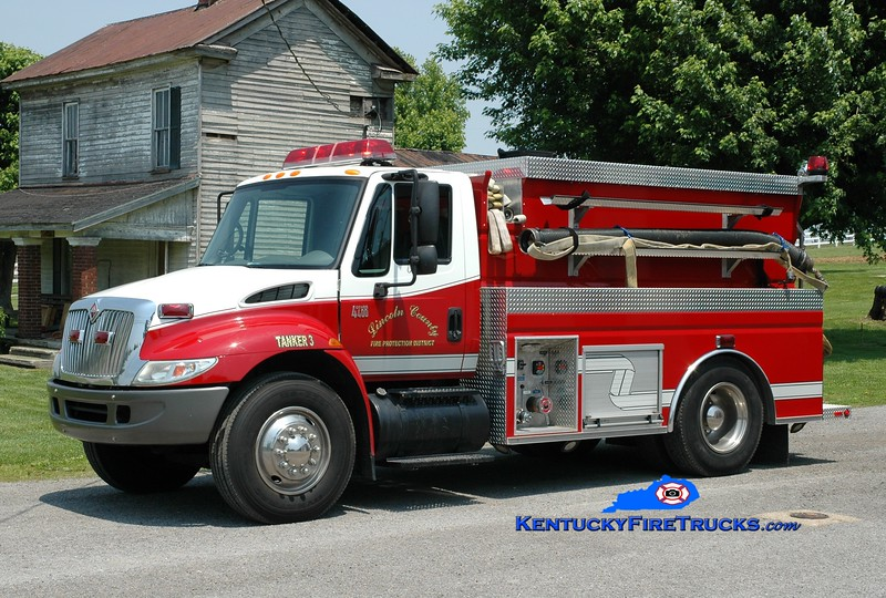 <center> Lincoln County Tanker 3  <br> 2003 International 4400/Wynn 450/1800 <br> Greg Stapleton photo </center>
