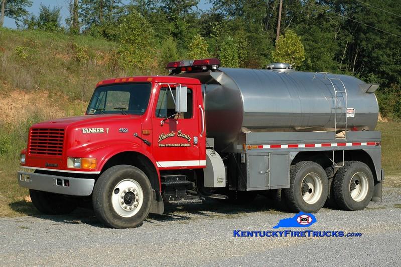 <center> Lincoln County Tanker 7  <br> 1994 International 4900/Bluegrass 250/2800 <br> Greg Stapleton photo </center>