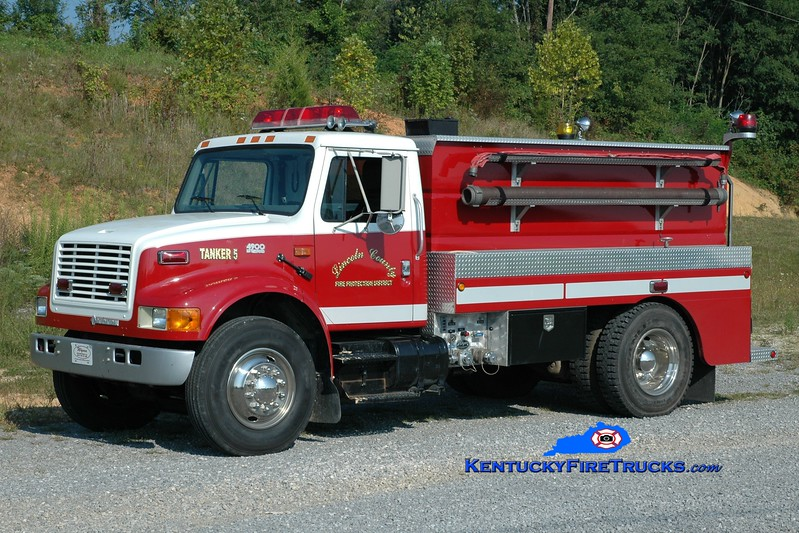 <center> Lincoln County Tanker 5  <br> 1995 International 4900/Wynn 300/1500 <br> Greg Stapleton photo </center>