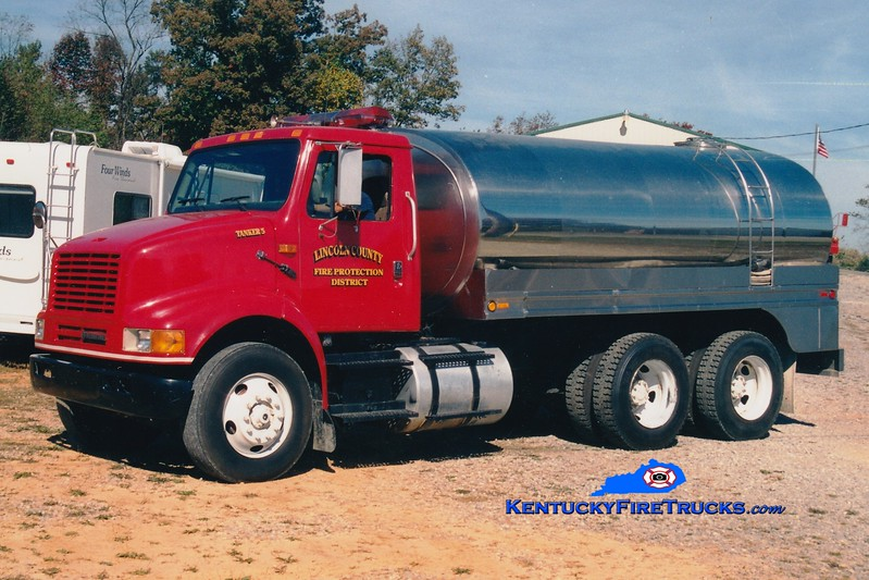 <center> RETIRED <br> Lincoln County Tanker 5  <br> 1993 International/Bluegrass 0/2500 <br> Greg Stapleton photo </center>
