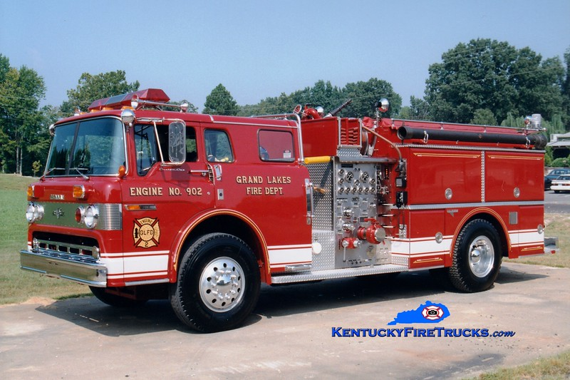 <center> Grand Lakes  Engine 902 <br> 1986 Ford C-8000/Grumman 1000/1000 <br> Greg Stapleton photo </center>
