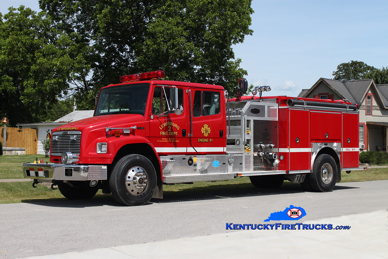 <center> Lewisburg City  Engine 40  <br> 2002 Freightliner FL80/E-One 1250/1000 <br> Kent Parrish photo <br> </center>