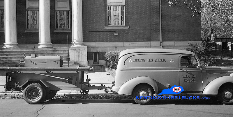 Louisville Auxiliary Fire Service Engine 20B<br /> 1940 Chevy<br /> Kent Parrish photo