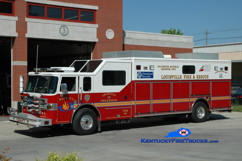 <center> Louisville  Hazmat 21 <br> x-Hazmat 5 <br> 2006 Pierce Lance  <br> Greg Stapleton photo </center>
