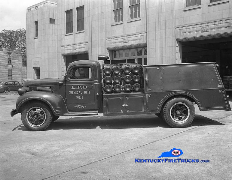 <center> RETIRED <br> Louisville  Chemical Unit 1 <br> 1946 Dodge/Local/LFD CO2/DC  <br> Kent Parrish collection <br> </center>