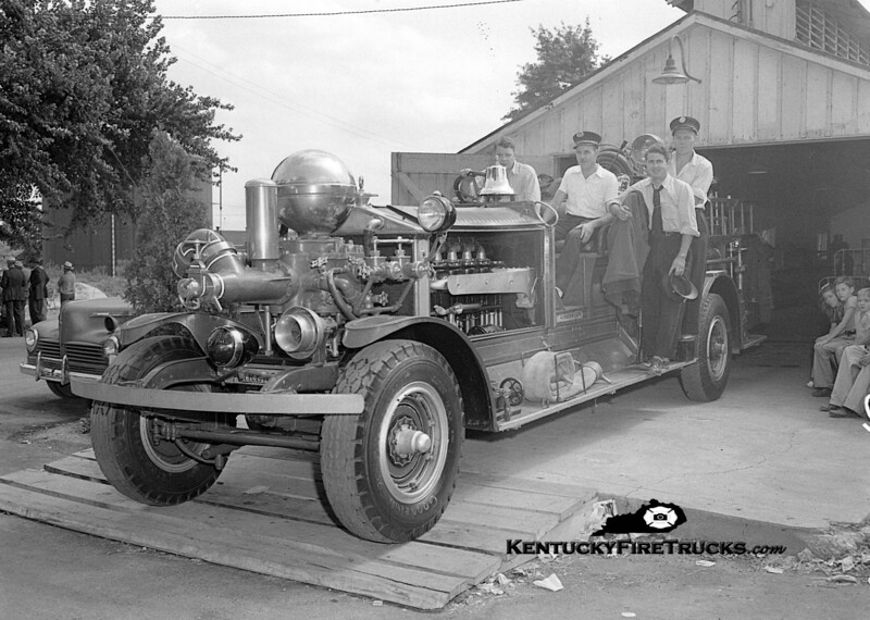 <center> RETIRED <br> Louisville  Engine 12 <br> 1923 Ahrens-Fox 800/0 <br> Kent Parrish collection <br> </center>
