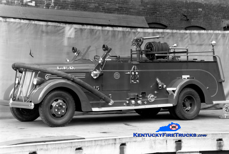 RETIRED <br /> Louisville Engine 15 <br /> 1946 Seagrave 750/150 <br /> Kent Parrish collection
