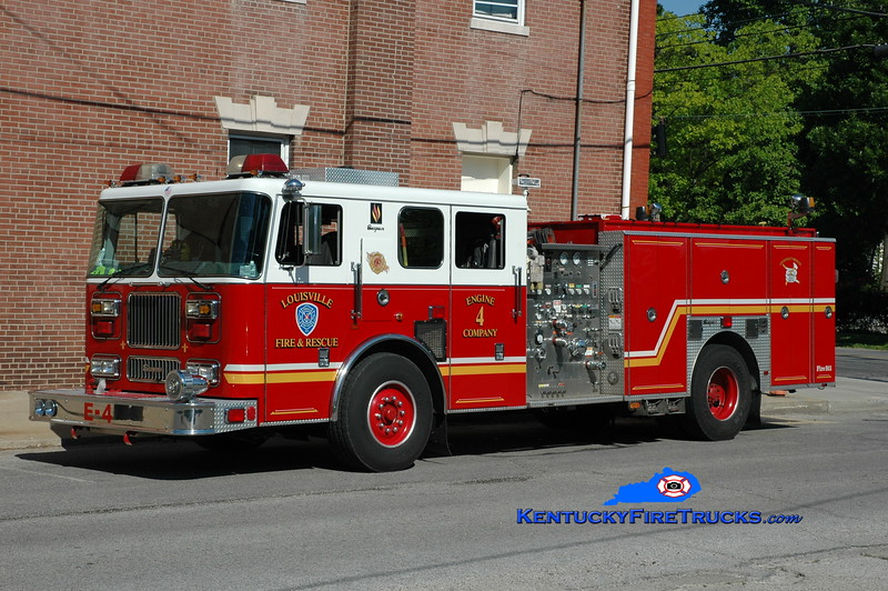 <center> Louisville  Engine 4 <br> x-Engine 8  <br> 2000 Seagrave Marauder 1500/500 <br> Greg Stapleton photo </center>