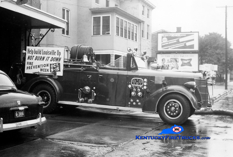 RETIRED<br /> Louisville Engine 7<br /> 1946 American LaFrance 750/300<br /> Kent Parrish collection