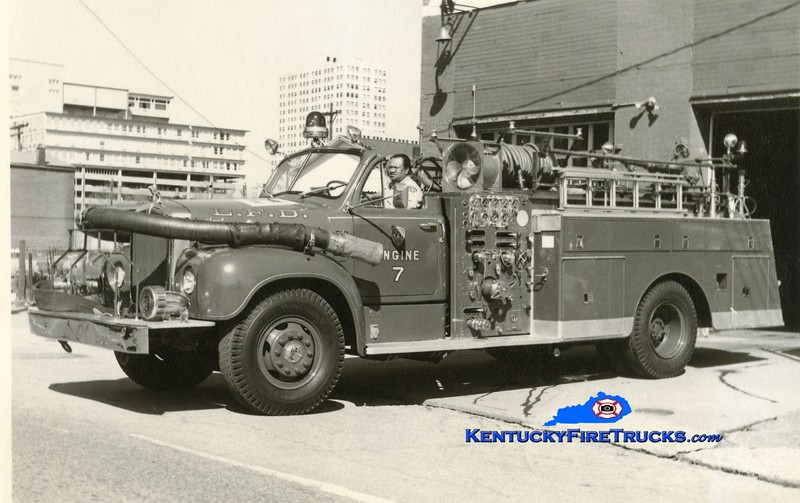 <center> RETIRED <br> Louisville  Engine 7 <br> x-Engine 5 <br> 1958 Mack B95 1000/250 <br> Kent Parrish collection <br> </center>