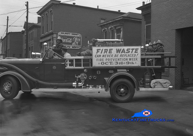 RETIRED<br /> Louisville Engine 8<br /> 1946 American LaFrance 750/300<br /> Kent Parrish collection
