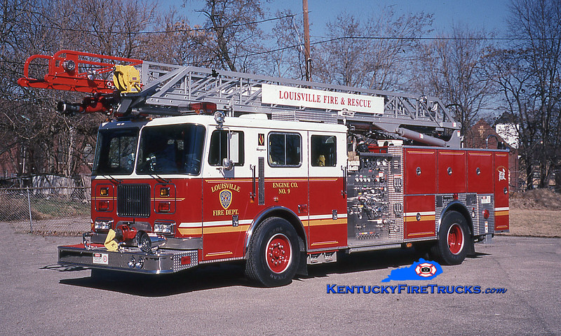 <center> Louisville  Engine 9 <br> 1998 Seagrave Commander P-75 1500/500/75' <br> Kent Parrish photo </center>