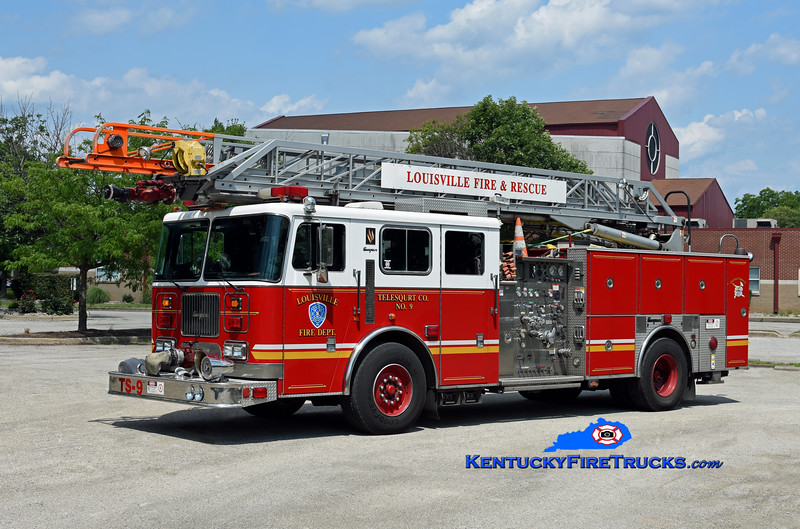 Louisville TeleSqurt 9<br /> 1998 Seagrave Commander P-75 1500/500/75'<br /> Kent Parrish photo