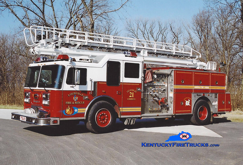 <center> Reassigned to Telesqurt 20 <br> Louisville  Telesqurt 21 <br> 1992 Seagrave LB 1500/500/50' TeleSqurt  <br> Kent Parrish photo </center>