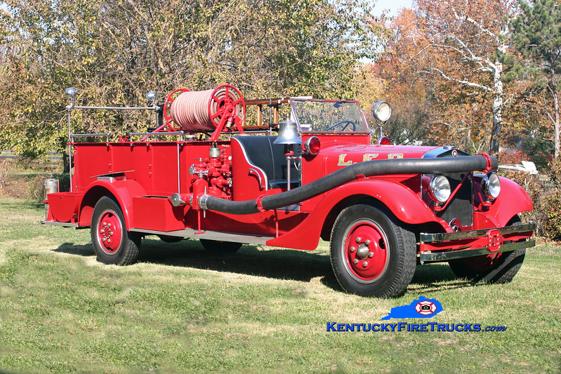 <center> Privately Owned <br> Louisville  Engine 2 &amp; Wagon 2 <br> 1935 Schacht/Ahrens-Fox 500/0 <br> Kent Parrish photo </center>