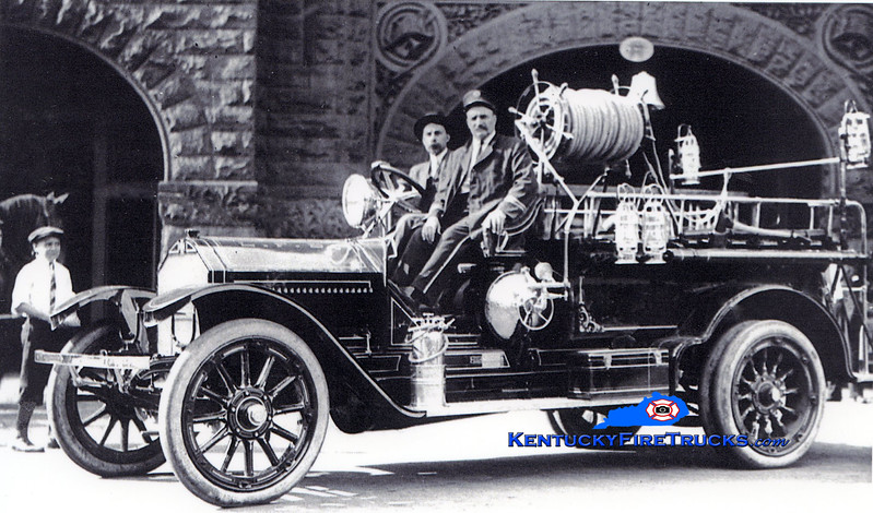 <center> RETIRED <br> Louisville  Engine 2 <br> 1913 American LaFrance Type 10 combination <br> Kent Parrish collection </center>
