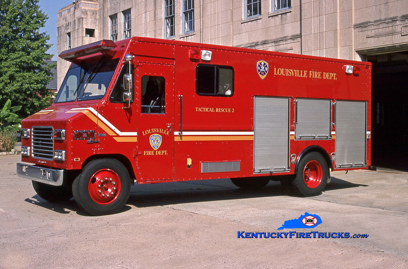 <center> Louisville  Auxiliary Rescue 2 <br> x-Rescue 2 <br> 1991 International/Utilimaster <br> Kent Parrish photo </center>