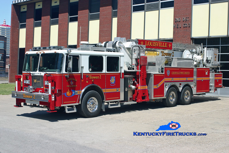 <center> Louisville  Tower 2 <br> 2006 Seagrave Commander II 95' Aerialscope  <br> Kent Parrish photo </center>