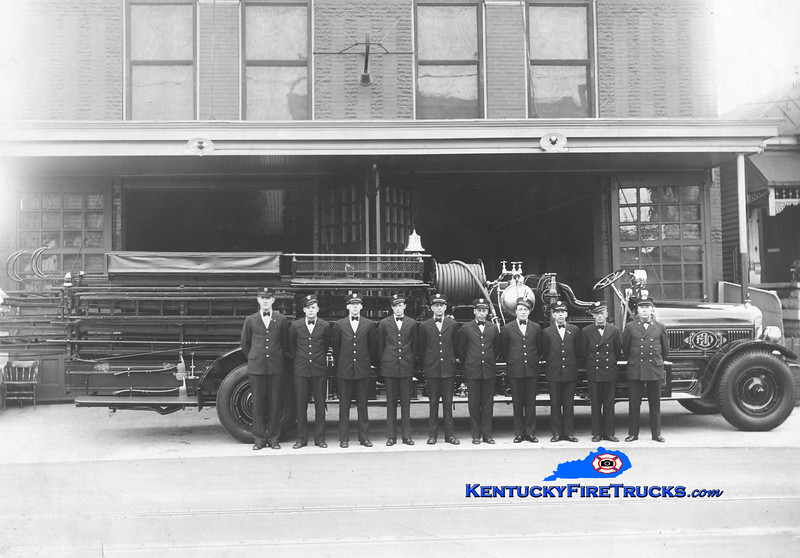 <center> RETIRED <br> Louisville  Truck 3 <br> 1923 Seagrave City Service/Booster <br> Kent Parrish collection </center>