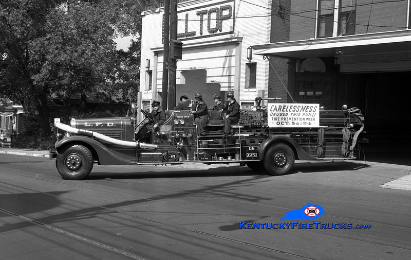 <center> RETIRED <br> Louisville  Quad 6 <br> 1935 Ahrens-Fox 1000/100' <br> Kent Parrish collection </center>