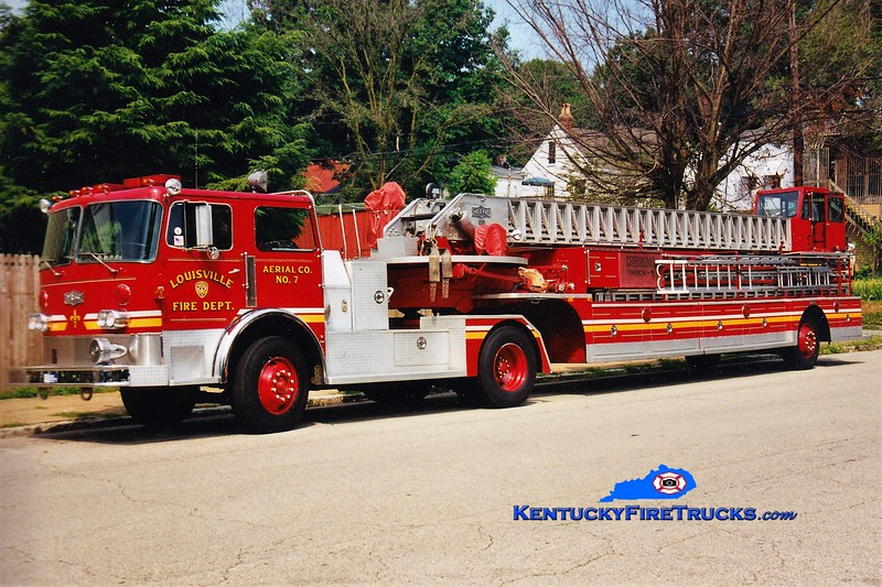 RETIRED <br /> Louisville Truck 7<br /> x-Truck 1 <br /> 1983 Pirsch 100' <br /> Greg Stapleton photo