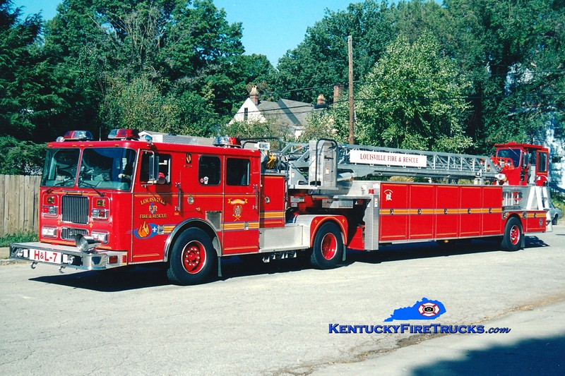 <center> Louisville  Truck 7 <br> 2003 Seagrave Marauder 100'  <br> Greg Stapleton photo <br> </center>