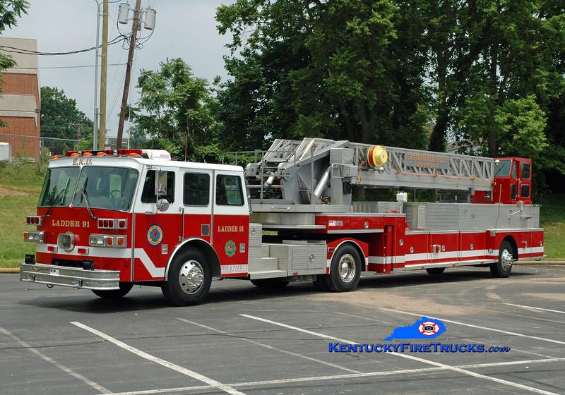 <center> Eastern Kentucky University  Ladder 91 <br> x-demo; x-Nashville, TN; x-Washington Twp, OH <br> 1991 International/Sutphen 104' <br> Greg Stapleton photo </center>