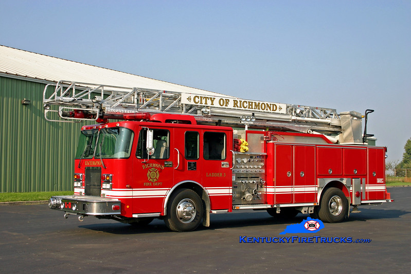 <center> Richmond  Reserve Ladder  <br> 2001 Spartan MetroStar/E-One 1250/500/75' <br> Kent Parrish photo </center>