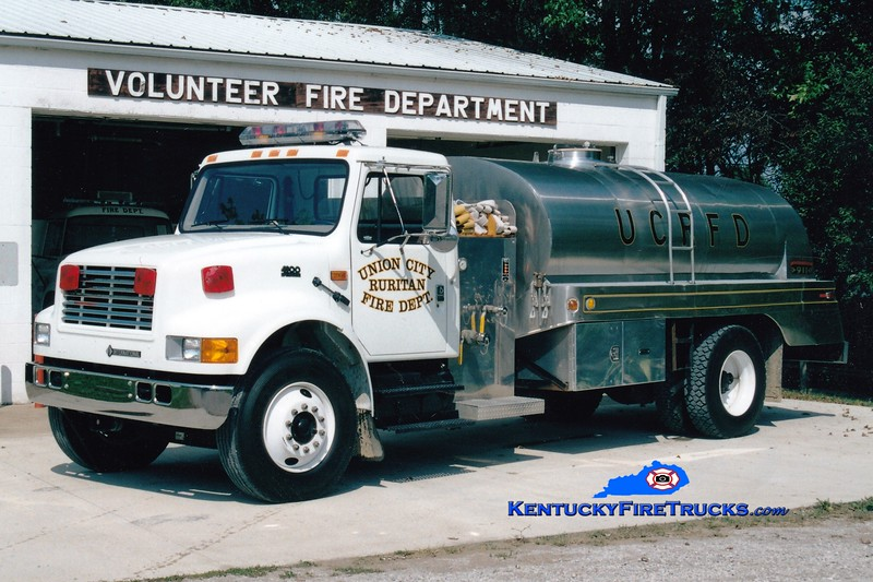 <center> Union City Ruritan  Tanker  13<br> 1998 International 4900/Bluegrass 250/1800 <br> Greg Stapleton photo </center>