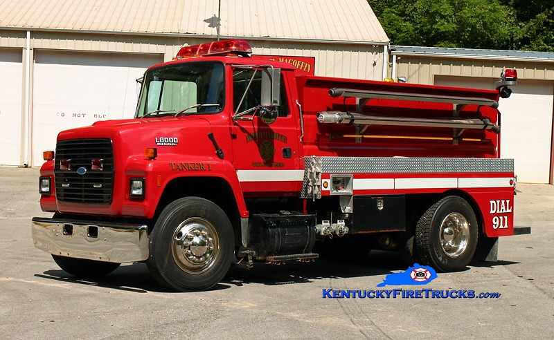 <center> North Magoffin  Tanker 1  <br> 1994 Ford L8000/Wynn 250/1800 <br> Kent Parrish photo </center>