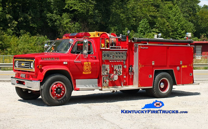 <center> South Magoffin  Tanker 23  <br> x-Lloyd, KY <br> 1984 Chevy C70/FMC 1000/1200 <br> Kent Parrish photo </center>