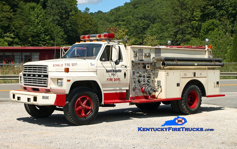 <center> South Magoffin  Engine 2  <br> x-Middlefork, KY <br> 1981 Ford F-700/Vehicle Systems Inc 750/750 <br> Kent Parrish photo </center>