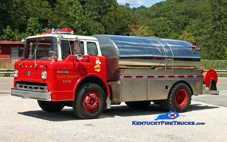 <center> South Magoffin  Tanker 1  <br> x-Middlefork, KY <br> 1972 Ford C-8000/American LaFrance/Local 250/1800 <br> Kent Parrish photo </center>