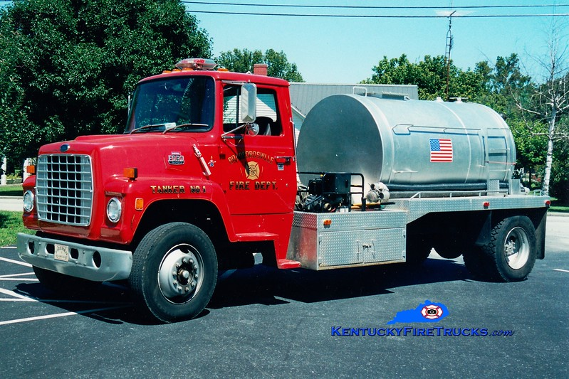 <center> RETIRED <br> Bradfordsville  Tanker 901  <br> x-Burkesville, KY <br> 1985 Ford L/Local 300/1500  <br> Greg Stapleton photo </center>