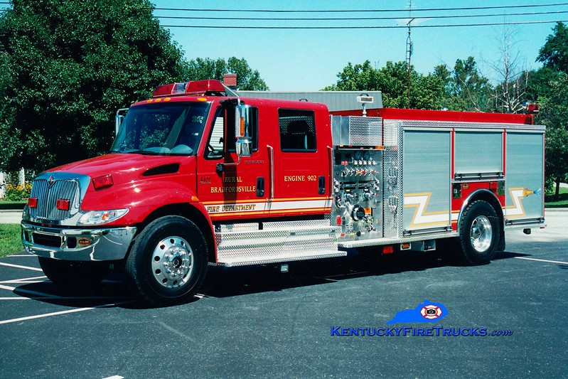 <center> Rural Bradfordsville  Engine 901  <br> 2004 International 4400/KME 1250/1250  <br> Greg Stapleton photo </center>