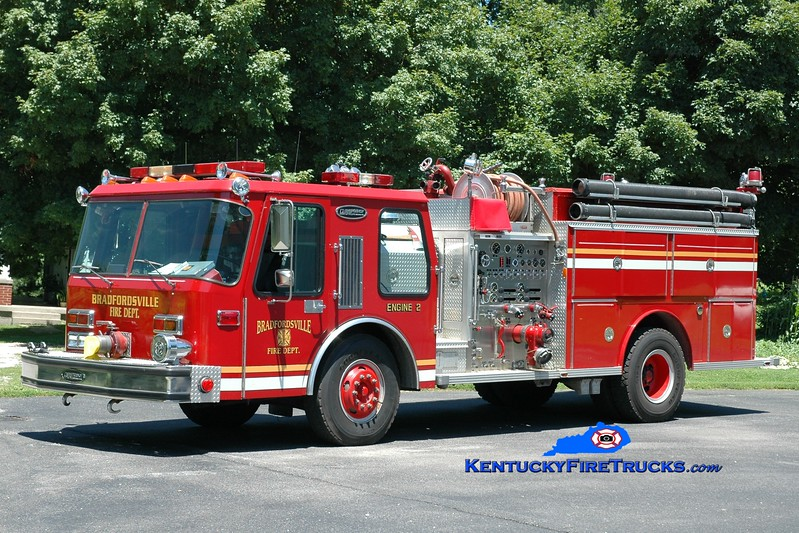 <center> Bradfordsville  Engine 902  <br> x-Harrods Creek, KY; North Oldham, KY <br> 1985 E-One Hurricane 1250/750  <br> Greg Stapleton photo </center>