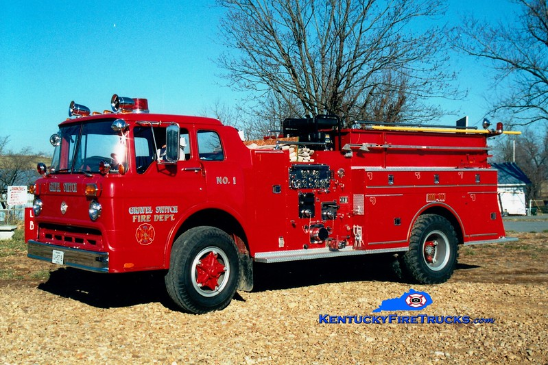 <center> RETIRED <BR> Gravel Switch  Engine 101  <br> x-Lancaster, KY <br> 1972 Ford C/Maxim 1000/500  <br> Greg Stapleton photo </center>