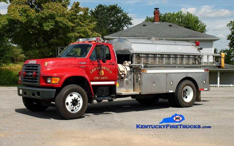 <center> Gravel Switch  Tanker 1  <br> x-Boyle County, KY <br> 1997 Ford F-800/Bluegrass 250/1800  <br> Kent Parrish photo </center>