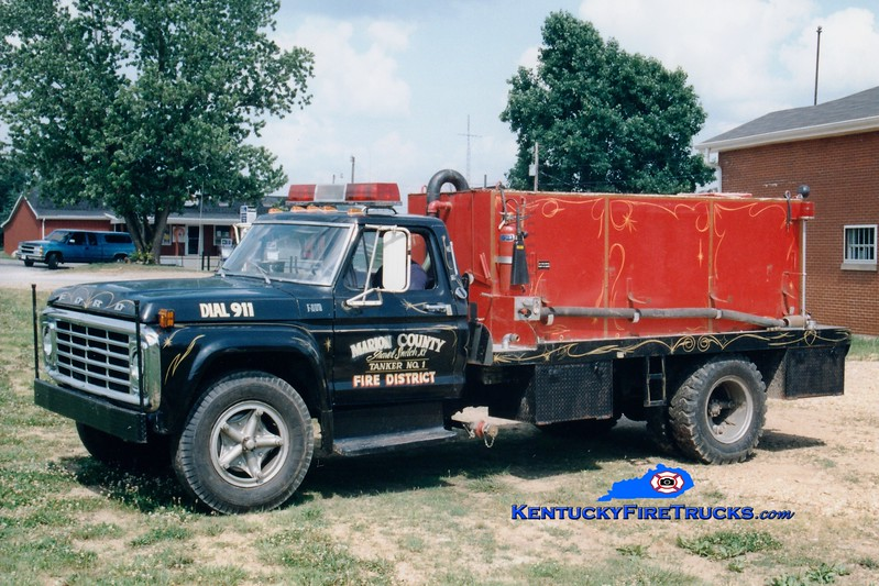 <center> RETIRED <br> Gravel Switch Tanker 1  <br> x-Boyle County, KY <br> 1975 Ford F/Local 250/1500  <br> Greg Stapleton photo </center>