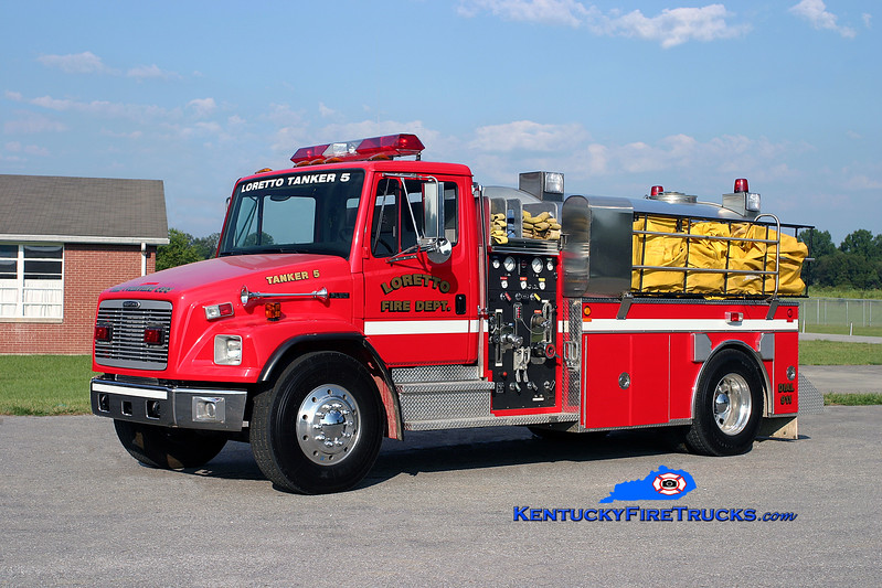 <center> Loretto  Tanker 5 <br> 2001 Freightliner FL80/Bluegrass 500/2000 <br> Kent Parrish photo </center>