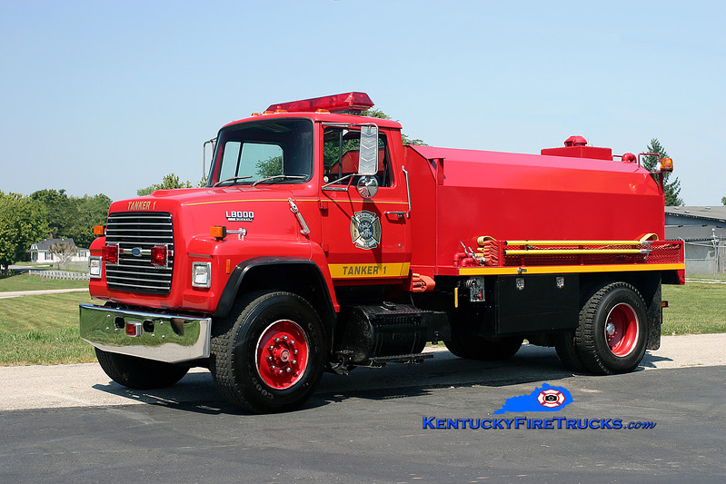 <center> Raywick  Tanker 1 <br> 1989 Ford L-8000/Deep South 250/1200 <br> Kent Parrish photo </center>