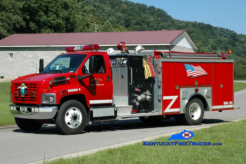 <center> Inez  Engine 24 <br> 2005 GMC 8500/Crimson 1500/1000 <br> Greg Stapleton photo </center>