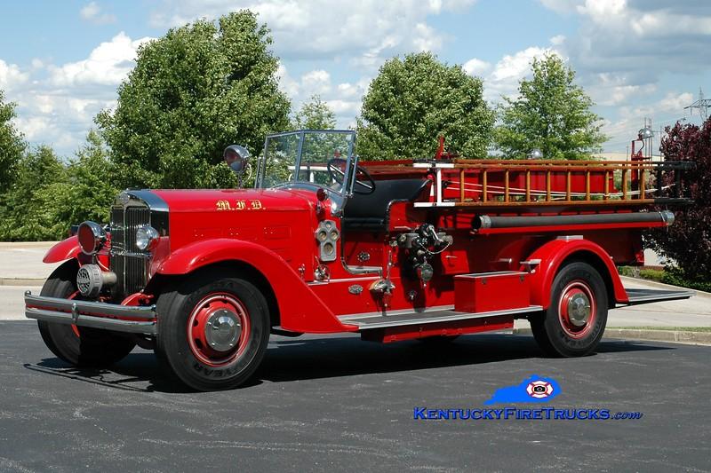<center> Maysville  Antique   <br> 1933 General Monarch 500/100 <br> Greg Stapleton photo </center>