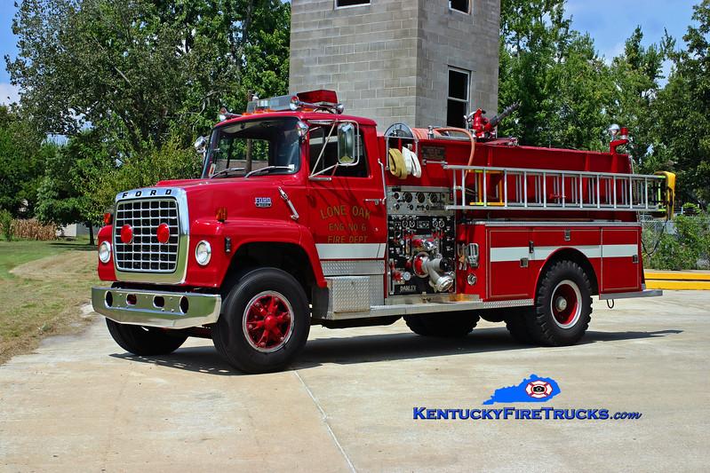 <center> RETIRED <br> Lone Oak  Engine 6 <br> 1981 Ford L-8000/Darley 1000/1000 <br> Kent Parrish photo </center>