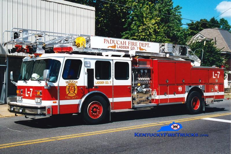 <center> RETIRED <br> Paducah  Ladder 7  <br> 1993 E-One Hurricane 1250/500/75' <br> Greg Stapleton photo </center>