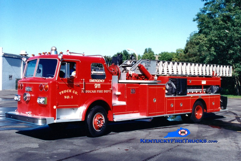 <center> RETIRED <br> Paducah  Ladder 1 <br> 1970 Pirsch 85'  <br> Greg Stapleton photo </center>