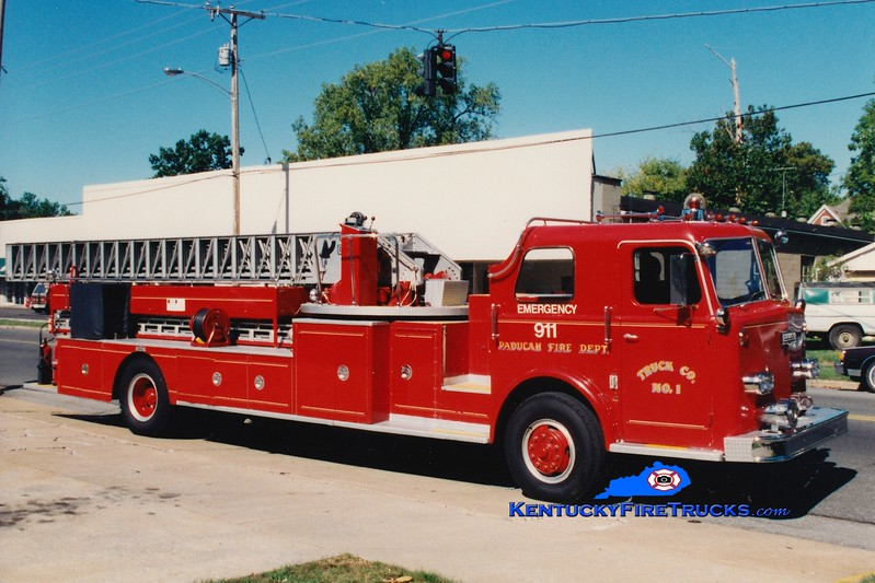 <center> RETIRED <br> Paducah Ladder 1 <br> 1976 Pirsch 85'  <br> Greg Stapleton photo </center>