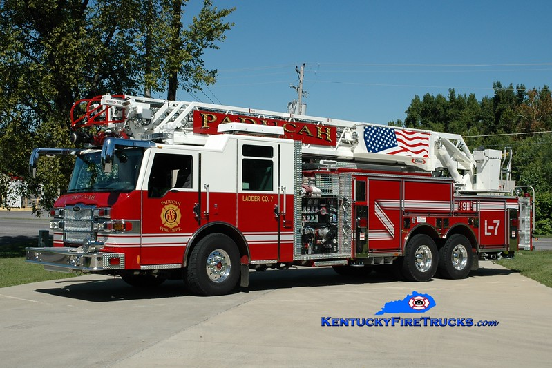 <center> Paducah  Ladder 7 <br> 2010 Pierce Velocity 2000/500/105' <br> Greg Stapleton photo </center>
