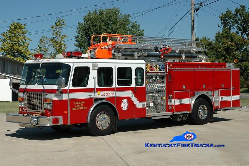 <center> Reidland Farley  Ladder 37 <br> x-Ladder 32 <br> 1993 E-One Protector TC 2000/750/50' Teleboom <br> Greg Stapleton photo </center>