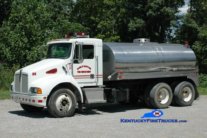 <center> Eagle-Sawyer  Tanker 32 <br> 1998 Kenworth T-300/Bluegrass 0/2500 <br> Greg Stapleton photo </center>